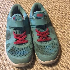 1 pair of girls Nike size 12 shoes